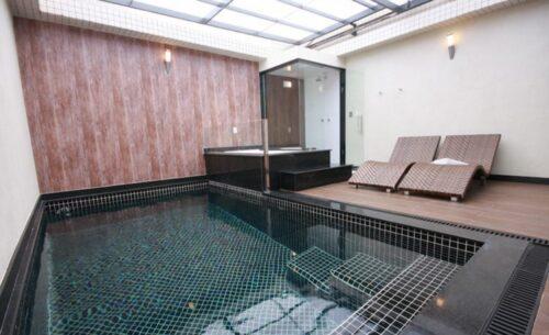 img-suite-50-tons-de-cinza-piscina-classea-motel