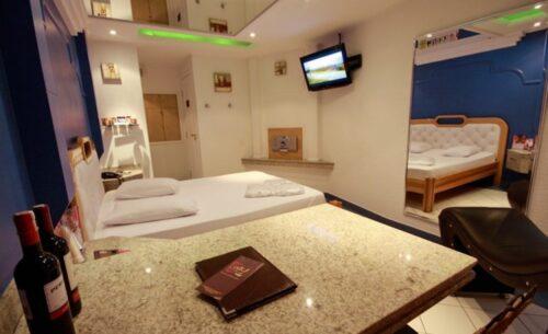 img-suite-luxo-c-sauna-espelho-classea-motel