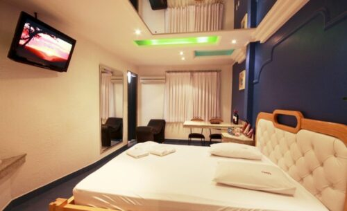 img-suite-luxo-c-sauna-tv-classea-motel