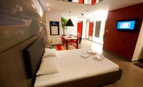 img-suite-ofuro-com-cromoterapia-cama-classea-motel