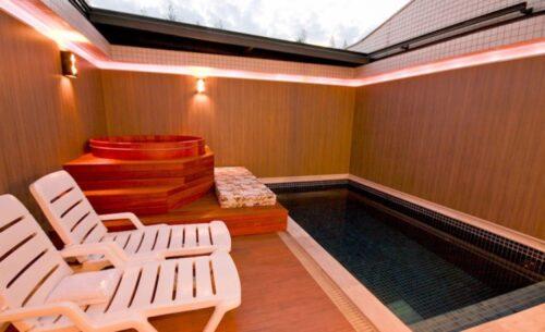 img-suite-piscina-sauna-e-ofuro-piscina-classea-motel