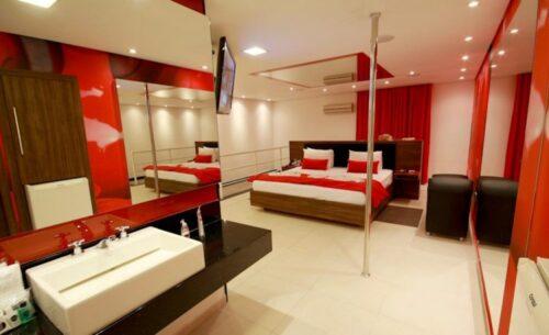 img-suite-piscina-sauna-e-ofuro-pole-classea-motel